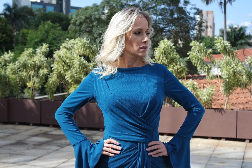 vestido azul midi drapeado frente